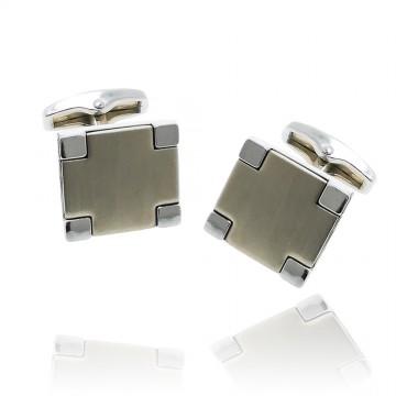 Botões de punho quadrados...