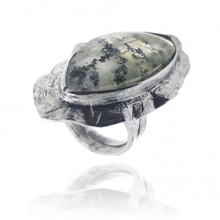 Anel exclusivo de prata rodeada com pedra natural
