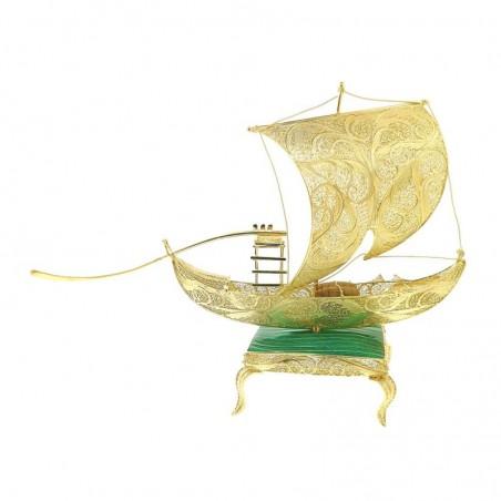 Barco rabelo de filigrana manual em prata dourada